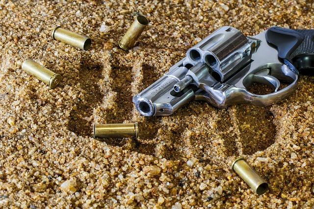 revolver s náboji